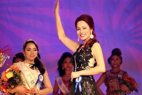 Hoa hau Chau A tai My ve Viet Nam chung tay giup do dong bao mien Trung - Anh 3