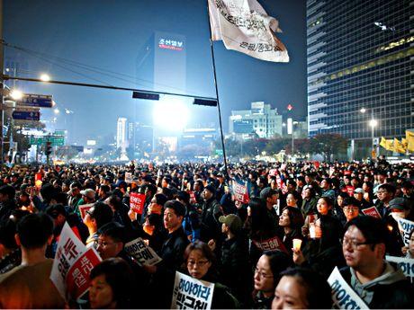 Hang chuc ngan nguoi bieu tinh o Seoul, doi Tong thong Park tu chuc - Anh 1