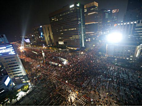 Hang chuc ngan nguoi bieu tinh o Seoul, doi Tong thong Park tu chuc - Anh 2