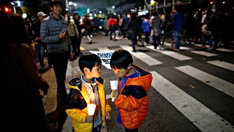 Hang chuc ngan nguoi bieu tinh o Seoul, doi Tong thong Park tu chuc - Anh 4