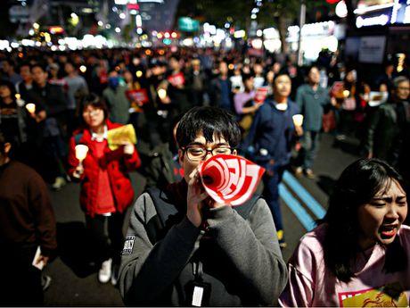 Hang chuc ngan nguoi bieu tinh o Seoul, doi Tong thong Park tu chuc - Anh 6