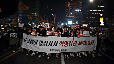 Hang chuc ngan nguoi bieu tinh o Seoul, doi Tong thong Park tu chuc - Anh 8