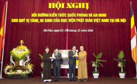 549 tang, ni sinh hoan thanh chuong trinh boi duong kien thuc QP, AN - Anh 1