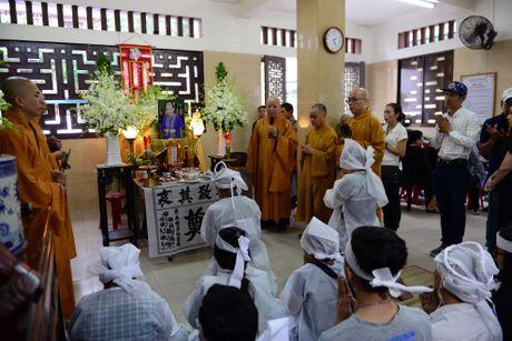 NS Thoai My, Thanh Loc khoc khi den vieng sau nu Ut Bach Lan - Anh 1