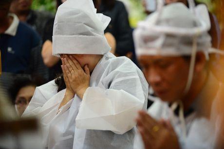 NS Thoai My, Thanh Loc khoc khi den vieng sau nu Ut Bach Lan - Anh 2