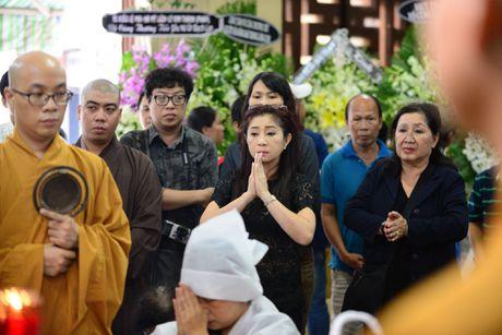 NS Thoai My, Thanh Loc khoc khi den vieng sau nu Ut Bach Lan - Anh 3