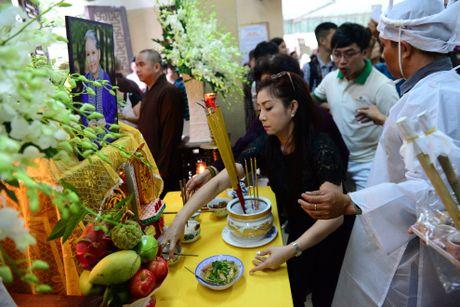 NS Thoai My, Thanh Loc khoc khi den vieng sau nu Ut Bach Lan - Anh 4