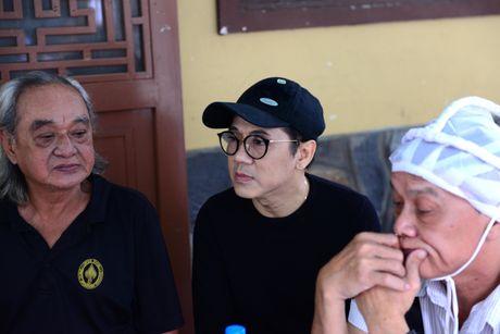 NS Thoai My, Thanh Loc khoc khi den vieng sau nu Ut Bach Lan - Anh 6