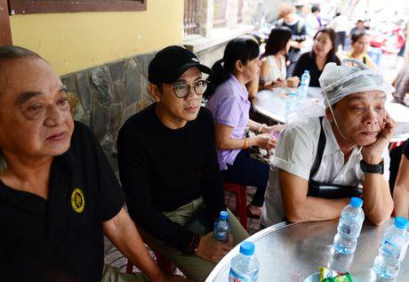 NS Thoai My, Thanh Loc khoc khi den vieng sau nu Ut Bach Lan - Anh 7