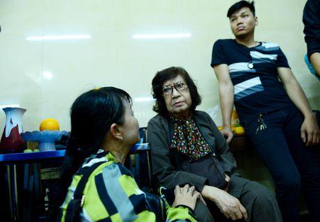 NS Thoai My, Thanh Loc khoc khi den vieng sau nu Ut Bach Lan - Anh 8
