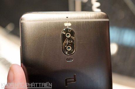 Tren tay smartphone dat nhat trong lich su hang Huawei - Anh 24
