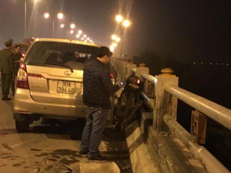 Ha Noi: Nam sinh vien bi o to dam bay khoi cau Thanh Tri - Anh 2