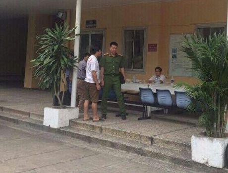 Binh Thuan: Con dot chet cha vi nghi ngoai tinh - Anh 1