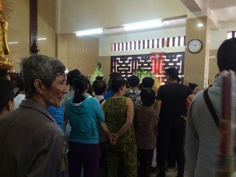 Dua linh cuu NSUT Ut Bach Lan toi chua An Quang - Anh 2
