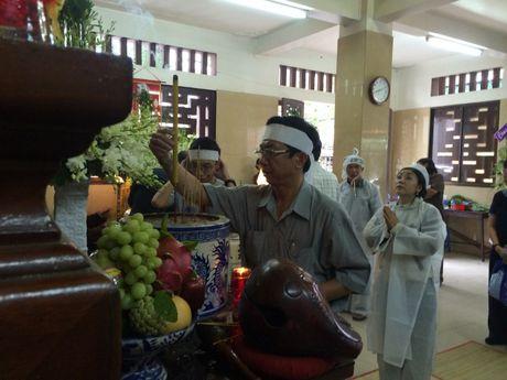 Dua linh cuu NSUT Ut Bach Lan toi chua An Quang - Anh 4
