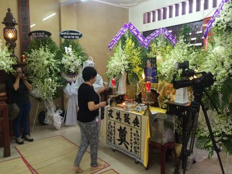 Dua linh cuu NSUT Ut Bach Lan toi chua An Quang - Anh 6