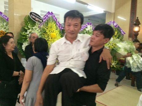 Dua linh cuu NSUT Ut Bach Lan toi chua An Quang - Anh 7