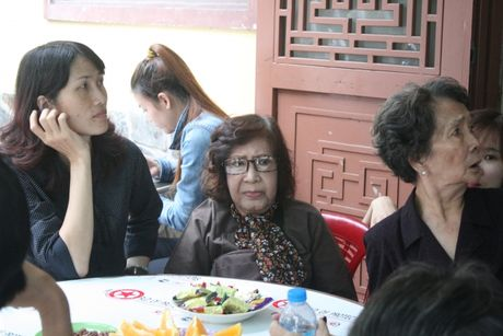 Dua linh cuu NSUT Ut Bach Lan toi chua An Quang - Anh 9