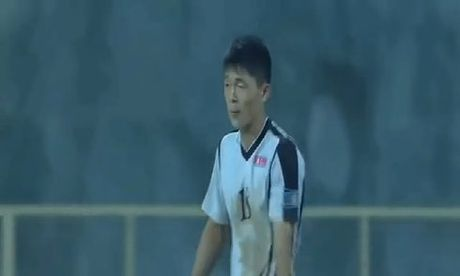 Cau thu Trieu Tien dan xep ty so tai giai U16 chau A - Anh 1