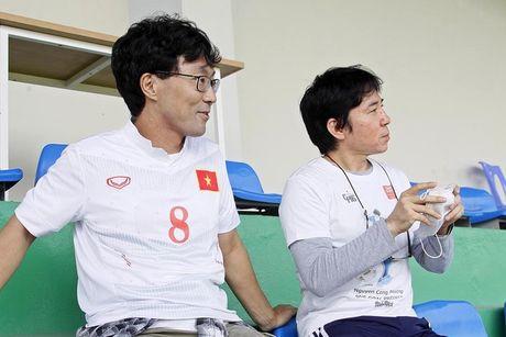 [Anh]: CDV Nhat Ban di xem tuyen Viet Nam tap, xin chu ky Cong Phuong - Anh 1