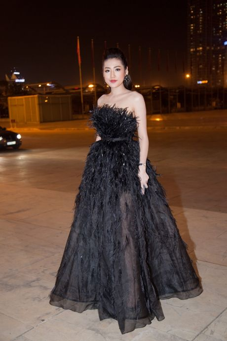 'Cuoc chien nhan sac' cua nhung nang Hau tren tham do VIFW ngay 3 - Anh 3