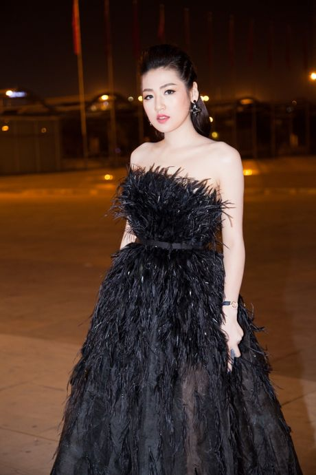 'Cuoc chien nhan sac' cua nhung nang Hau tren tham do VIFW ngay 3 - Anh 4