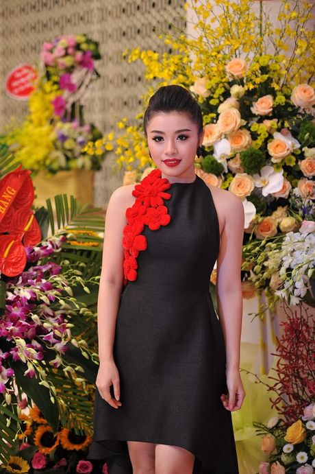 Sao Mai Thu Hang 'lot xac' voi MV dau tay - Anh 1