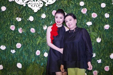 Sao Mai Thu Hang 'lot xac' voi MV dau tay - Anh 2