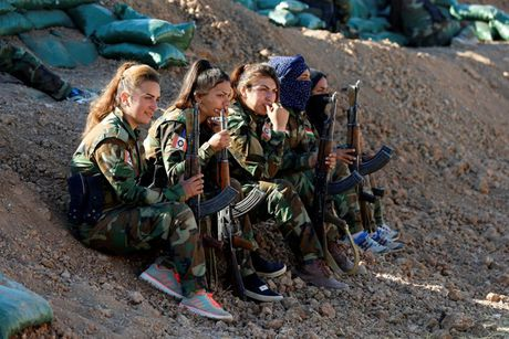 Ve dep nhung nu chien binh nguoi Kurd trong cuoc chien o Mosul - Anh 16