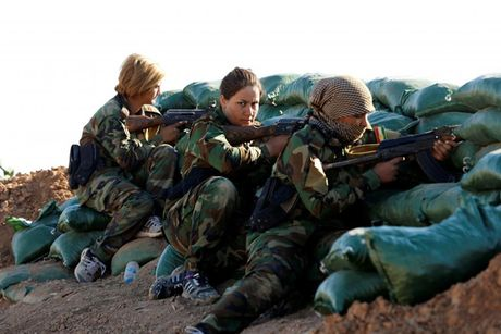 Ve dep nhung nu chien binh nguoi Kurd trong cuoc chien o Mosul - Anh 7