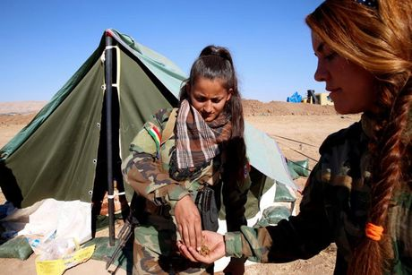 Ve dep nhung nu chien binh nguoi Kurd trong cuoc chien o Mosul - Anh 9