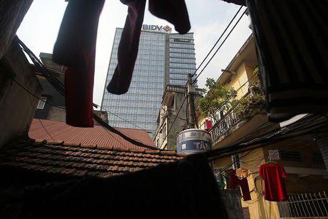 Chum anh: Song thap thom trong khu nha nam nao cung chay o Ha Noi - Anh 17