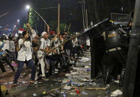 Chum anh Jakarta chim trong hon loan vi Thi truong bang bo dao Hoi - Anh 11