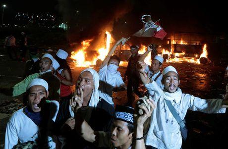 Chum anh Jakarta chim trong hon loan vi Thi truong bang bo dao Hoi - Anh 12