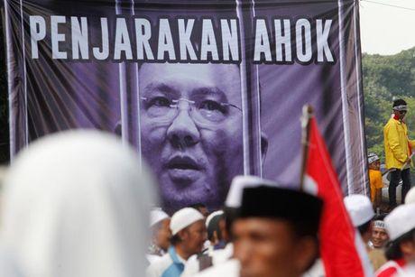 Chum anh Jakarta chim trong hon loan vi Thi truong bang bo dao Hoi - Anh 8