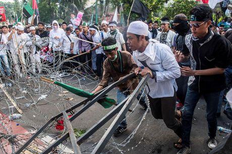 Chum anh Jakarta chim trong hon loan vi Thi truong bang bo dao Hoi - Anh 9