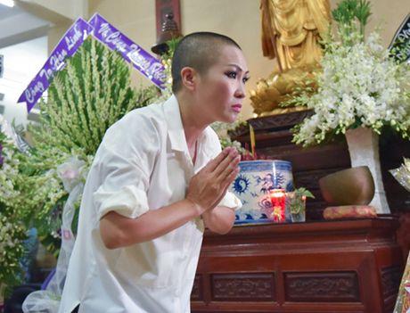 Phi Nhung doi mua vieng NS Ut Bach Lan luc nua dem - Anh 3