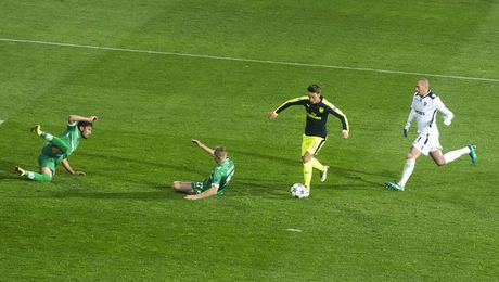 Doi hinh tieu bieu vong 4 UEFA Champions League: 'Thanh Iker' tro lai - Anh 9