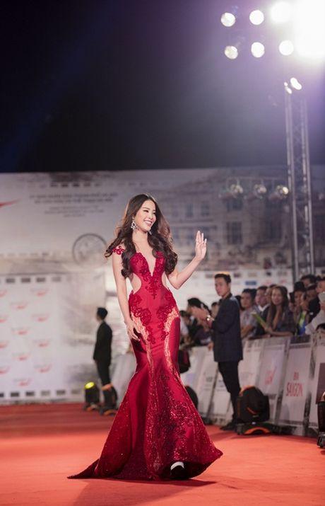 """Nam Em """"dep khong goc chet"""" tren tham do Lien hoan phim - Anh 1"""