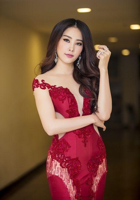 """Nam Em """"dep khong goc chet"""" tren tham do Lien hoan phim - Anh 3"""