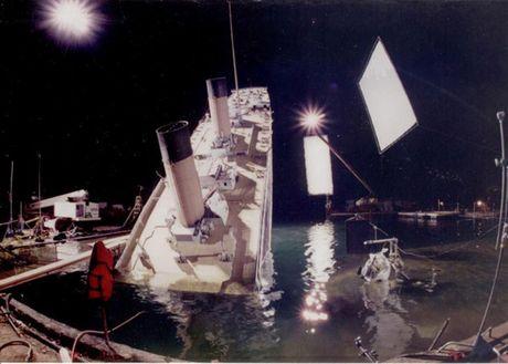 Tiet lo anh hau truong cuc 'doc' cua phim 'Titanic' - Anh 3