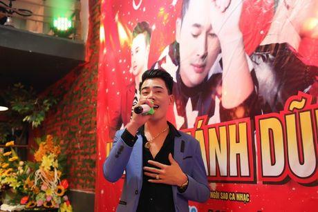 Nhac si Hoang Khanh Dung hanh phuc ben ban be ngay sinh nhat - Anh 10