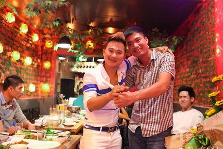 Nhac si Hoang Khanh Dung hanh phuc ben ban be ngay sinh nhat - Anh 5