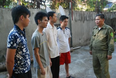 Nguoi cuu binh het minh voi cong viec cua Truong ban Bao ve dan pho - Anh 1