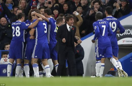 Huy diet Everton, Chelsea len dinh bang xep hang - Anh 2