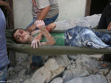 Ben trong Aleppo, thanh pho 'dia nguc tran gian' sau cac cuoc khong kich IS - Anh 2