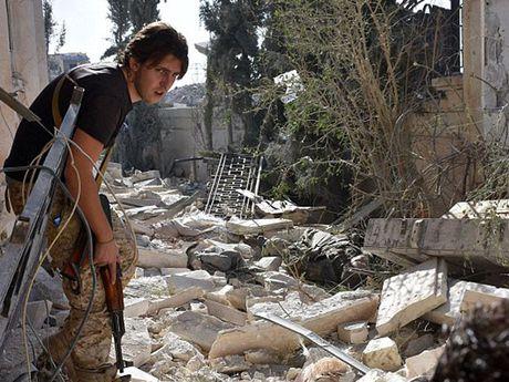 Ben trong Aleppo, thanh pho 'dia nguc tran gian' sau cac cuoc khong kich IS - Anh 3