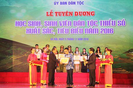 Tuyen duong 141 hoc sinh, sinh vien dan toc thieu so xuat sac - Anh 1