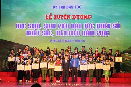 Tuyen duong 141 hoc sinh, sinh vien dan toc thieu so xuat sac - Anh 2