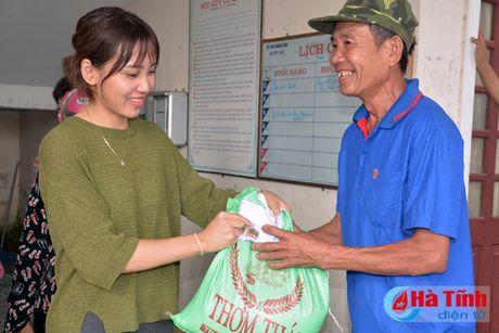 Cac don vi, doanh nghiep tiep tuc den voi nguoi dan vung lu Ha Tinh - Anh 10